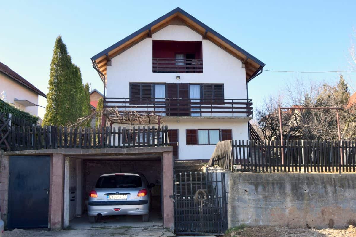 продается благоустроенный дом в Лознице