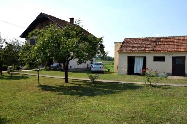 дом с большим участком в Сербии