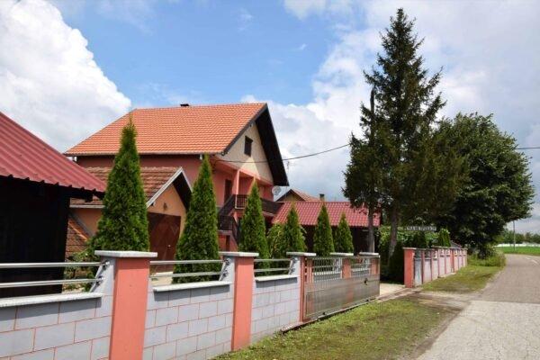 роскошный участок с домом вблизи Лозницы