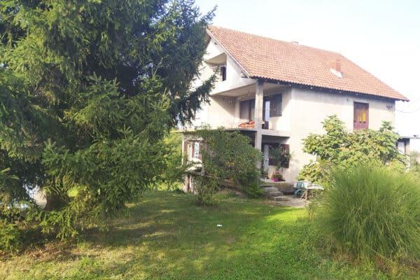 большой жилой дом в Лознице Клупци