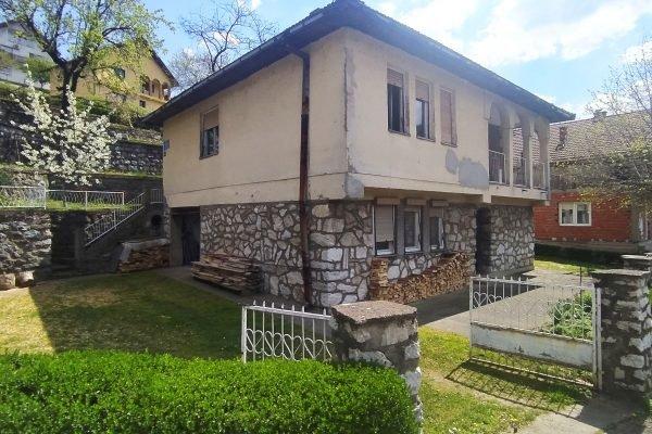 дом в центральной части Мали Зворника