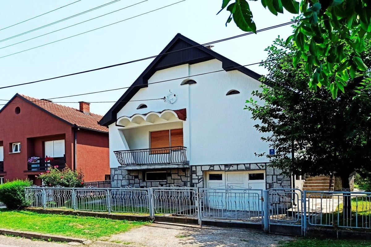 дом на тихой улице Лозницы