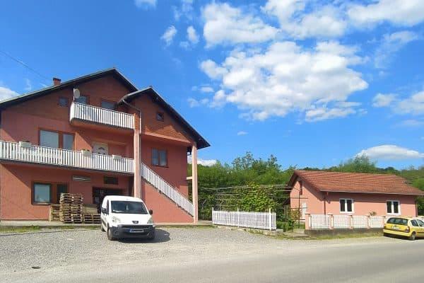 дом с магазином в Лознице